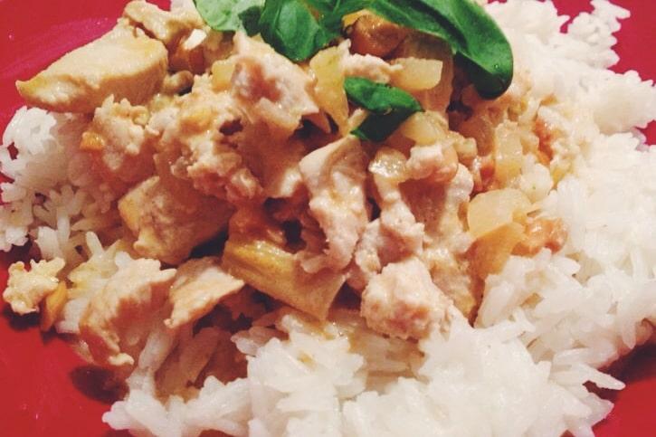 Thaimaalainen riisi-kana-ruoka